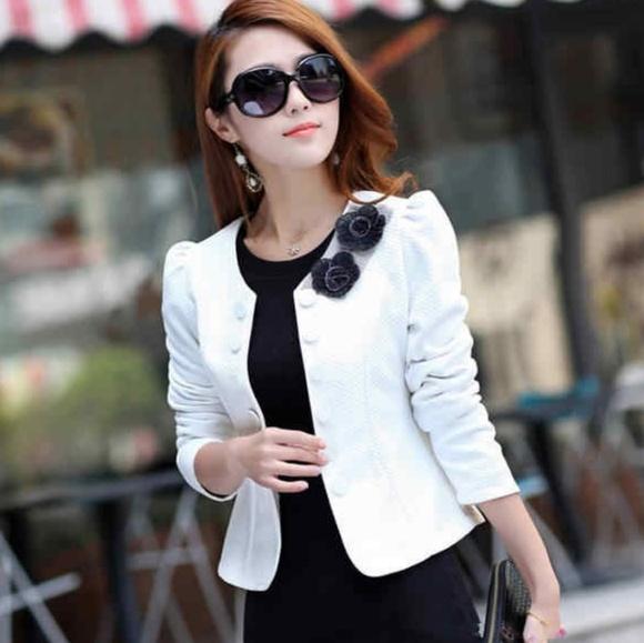 Jackets & Blazers - White long sleeve blazer